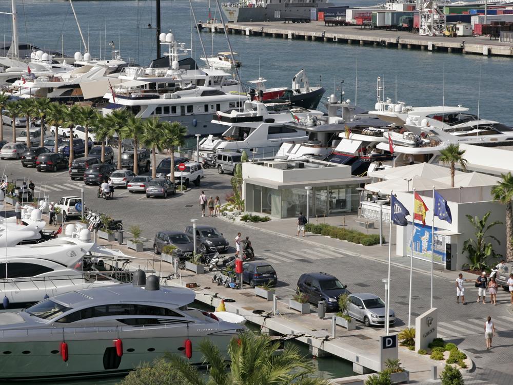La marina puerto deportivo marina ibiza for Oficina zona azul ibiza